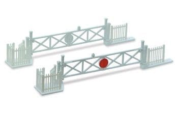 LK-50 Peco Level Crossing Gates (4) with Wicket Gates and Fencing