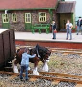 OSBOO20 Shunting Horse and Handler (Painted)
