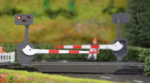 TTLCN10 Scale: 1:148, N Level Crossing Barrier Set With Light & Sound (N) Single